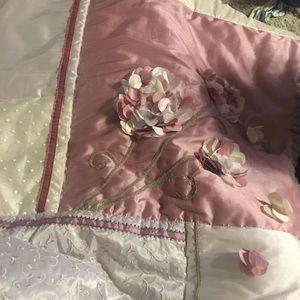 Beautiful crib bedding set!